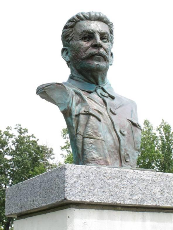 busto-do-pai-dos-povos